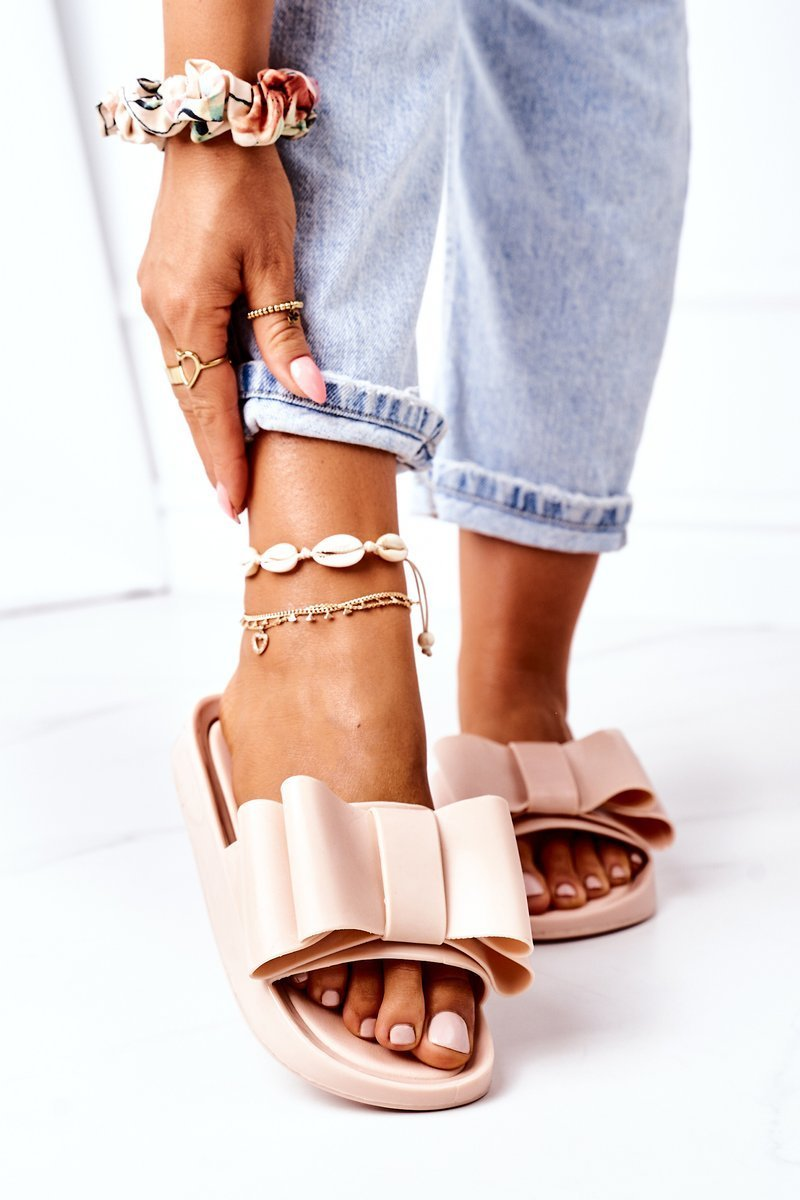 Rubber Slippers With A Bow Beige April